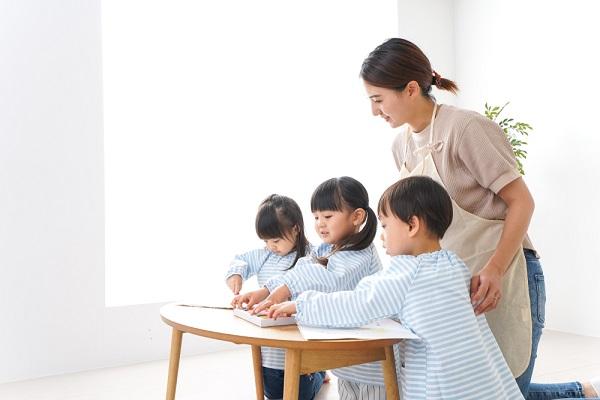 主任保育士とは?役割や仕事内容、給料事情やキャリアアップの方法を解説