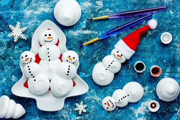 冬にぴったり!立体的な雪だるまの製作10選。紙コップやポリ袋を使ったアイデア