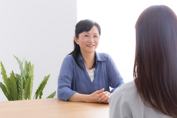 保育士が退職の挨拶をするときのポイント。マナーや伝える順番、挨拶文の例