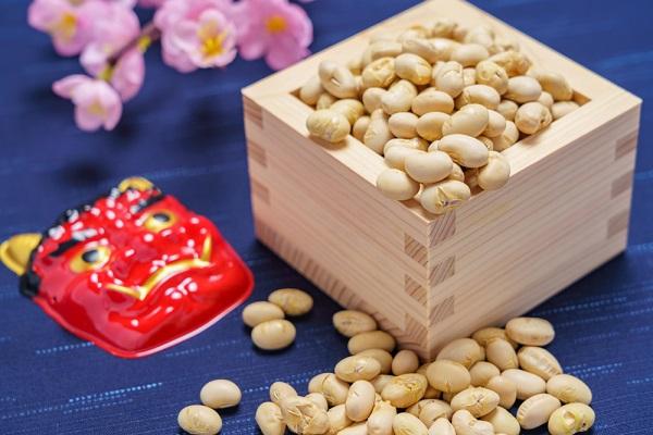 節分行事の豆まきの由来とは?紙芝居やペープサートなど、子ども向けに説明する方法