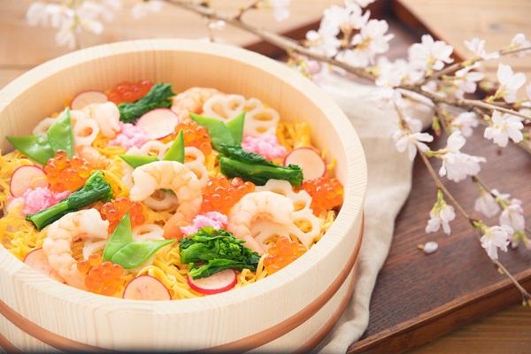 ひな祭りにちらし寿司を食べるのはなぜ?由来や意味を子どもたちに伝えよう