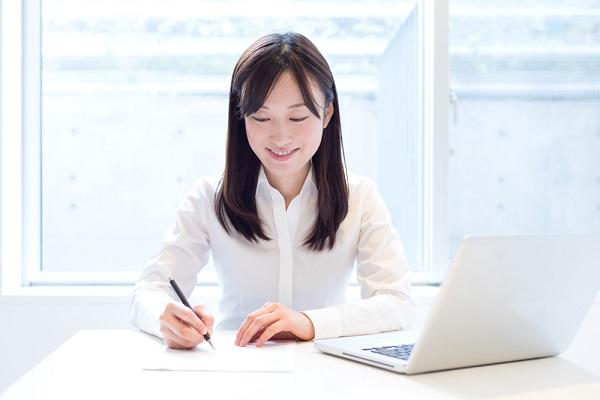 履歴書の学歴・職歴欄の書き方。「以上」を書く場所や書ききれない場合の対応