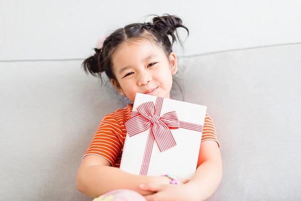 在園児から卒園児へ贈るプレゼント10選!手作りできる写真立てやメダルなど