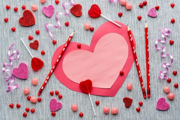 保育に役立つ、バレンタイン製作のアイデア。チョコやメッセージカードなどプレゼントに使える作品
