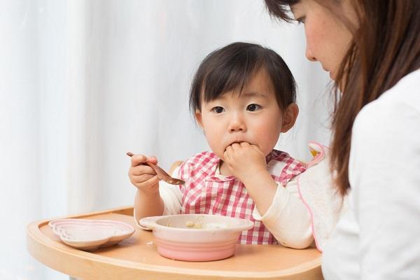 乳児の子どもの写真