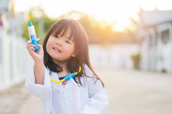 保育園でできる実験遊び8選。ねらいや、子どもと楽しむ簡単なアイデア