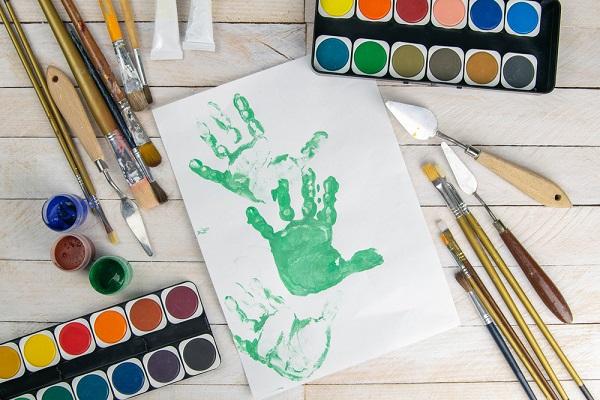 子どもの手形をとった様子の写真