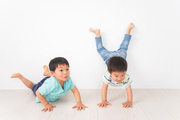 【幼児向け】室内遊びで楽しむゲーム12選。保育に役立つじゃんけんやクイズなど