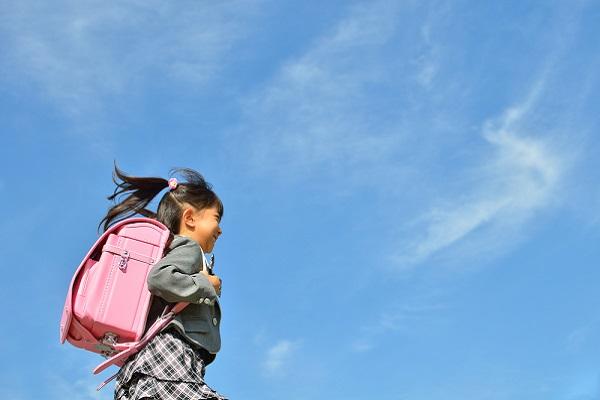 小学校に入学する子どもの写真