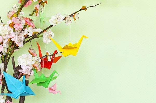 春の製作に立体的な桜を作ろう。折り紙やフラワーペーパーを使ったアイデア