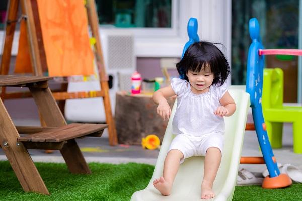 1歳児 女の子 滑り台