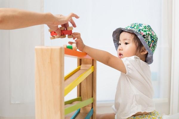 慣らし保育の進め方。ねらいやスケジュール、新入園児が泣くときなどの対処法