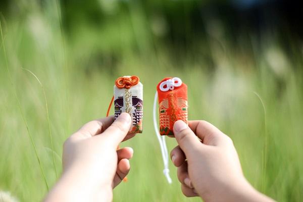 【父の日の製作】お守りのアイデア8選!交通安全のカエルなどを子どもと作ろう