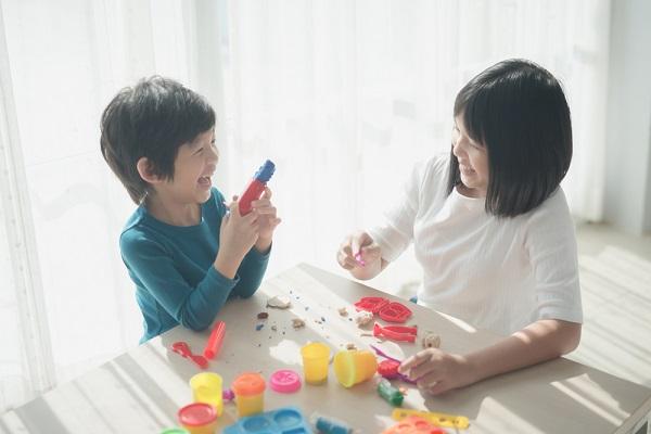 3歳児にぴったりな手作りおもちゃ8選!紙コップなどを用いた、保育園で作れる簡単に製作できるアイデア