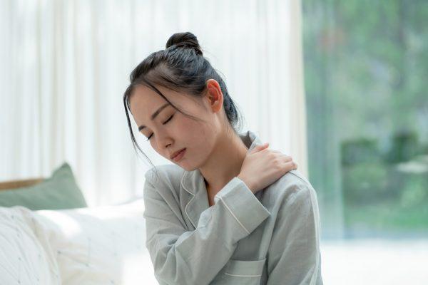 保育士さんの肩こりの解消方法は?原因とツボ押しやストレッチなどの改善アイデア