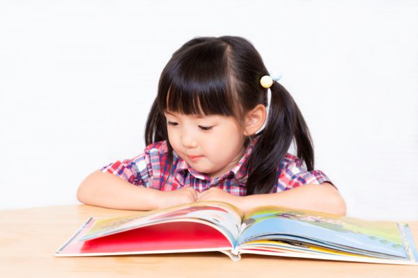 11月30日は絵本の日。記念日の由来や保育園で子どもと楽しめる過ごし方のアイデア