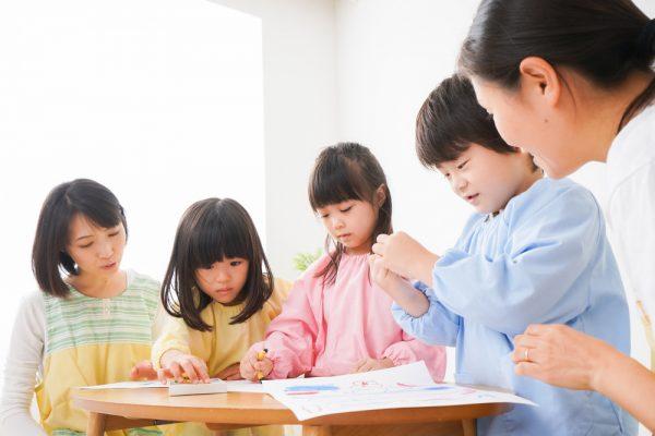 【0歳児~5歳児向け】製作の指導案の書き方とは?ねらいや援助方法の文例