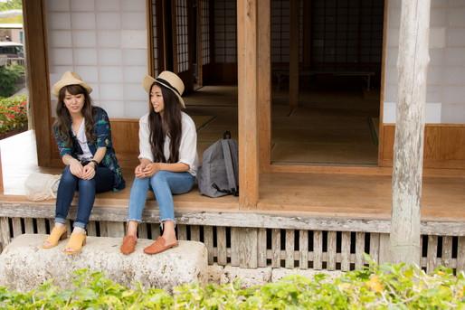 旅館と女子2人
