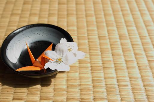 畳と折り鶴