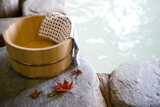 紅葉と温泉と桶