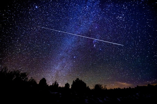 夜空に星が光っています