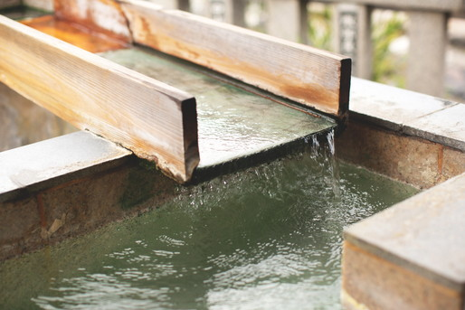 温泉の湯舟