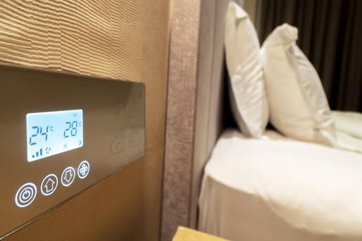 ホテルの客室の空調操作パネル