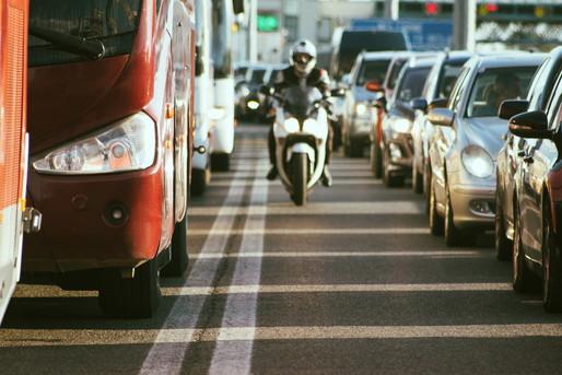 観光バスと渋滞