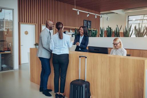 旅行客を受け入れるホテル