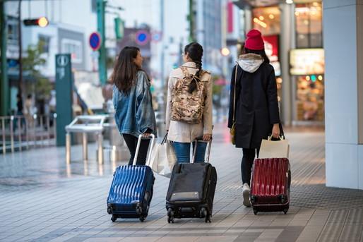ホテルに向かう外国人