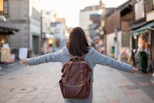 地方の街を歩く