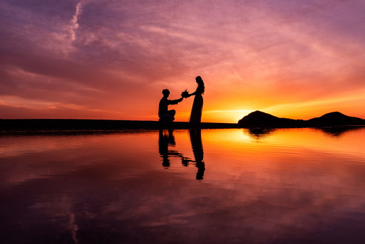 浜辺でプロポーズ