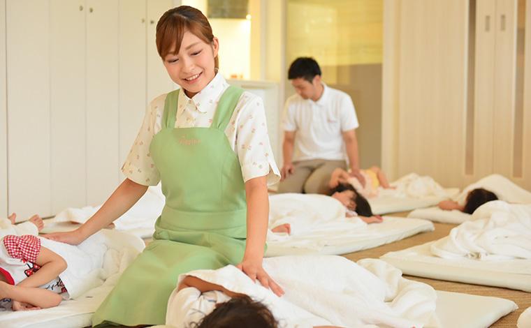 ポピンズナーサリースクール早稲田園内・国内・海外を問わず、豊富な研修ラインナップでスキルアップできます!