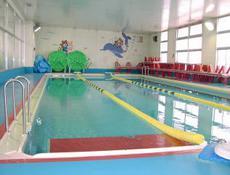 温水プール、体育館完備!
