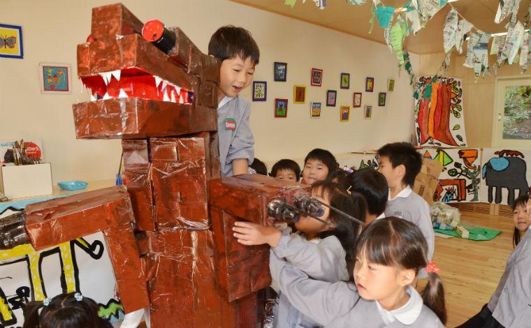 豊かな自然に囲まれた「森の幼稚園」。産休・育休後の復帰率が高い職場です