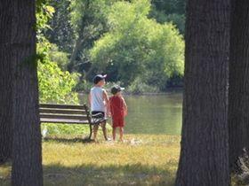 園の敷地内に蓮池や農場、ミニゴルフ場がある認定こども園です。