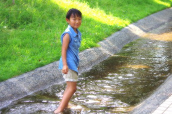 六甲山と神戸の海に囲まれた自然環境の中で心豊かな子どもを育てる園です。