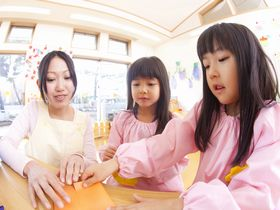 実習農園など緑あふれる環境で育つ、京都市北区にある私立の保育園です。