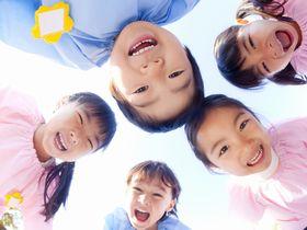 子どもたちが、タブレットとアプリを使う活動をしている保育園です。