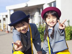 日常の遊びの中で、伝承遊びやわらべうたなどを行っている保育園です。