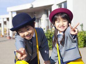 2歳まで受け入れている、2箇所の園庭や地下がある私立の保育園です。