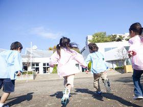 3歳から5歳児は、マット運動やスイミングに取り組んでいるこども園です。