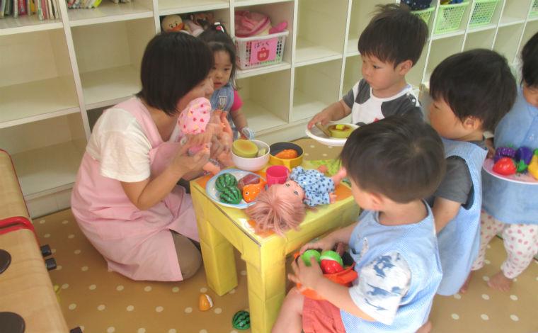 マミーベア保育園あかいけ子どもと密に関わり、一人ひとりの個性を伸ばす保育が行えます。研修制度あり。