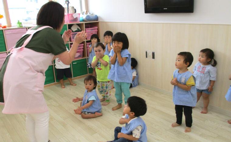 マミーベア保育園うえだ独自のカリキュラムを通して、子どもとともに楽しみながら成長できる環境です。