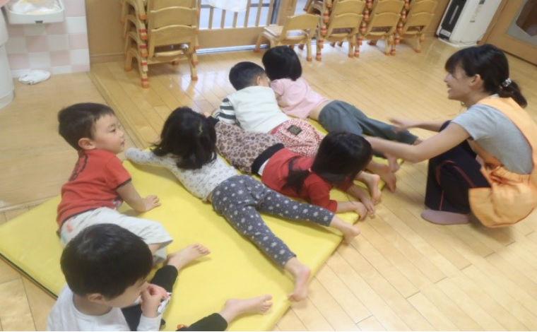 すこやか高津保育園障がい児保育や病後児保育を行い、未来ある子どもたちの成長を見守ります。