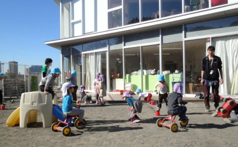 子どもと一緒に成長する「共育」を目指す、小規模の認定保育園です。