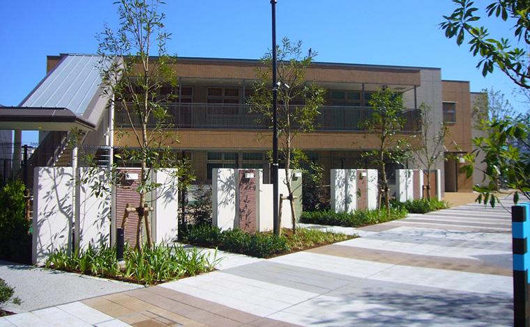 西新井きらきら保育園駅近徒歩3分、地元でも屈指の人気を誇る保育園です。