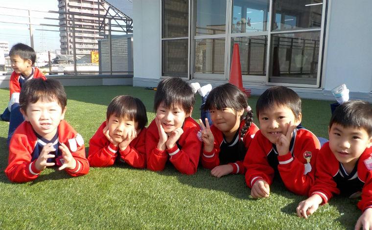 クラスの垣根を超えて、職員全員で子どもの成長を見守っています。