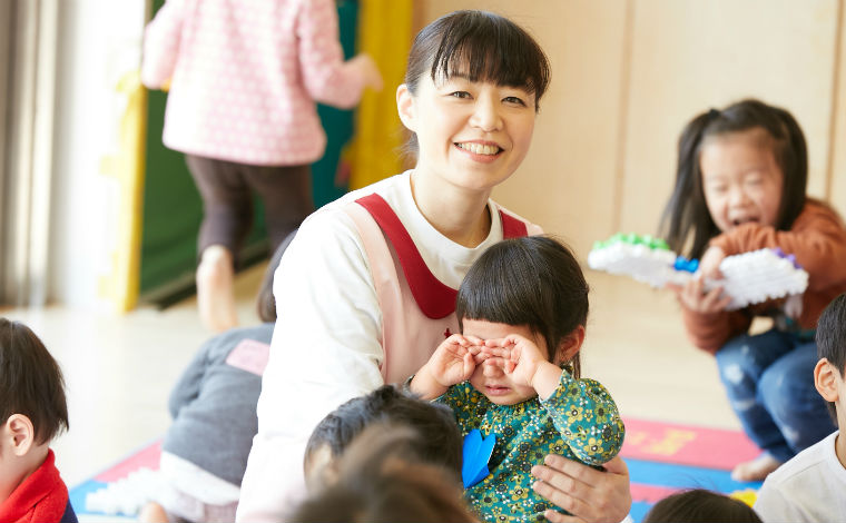 熊本赤十字病院 院内保育所オリーブ地域や家庭から信頼される保育運営を目指し、職員同士で助け合いの保育を行います