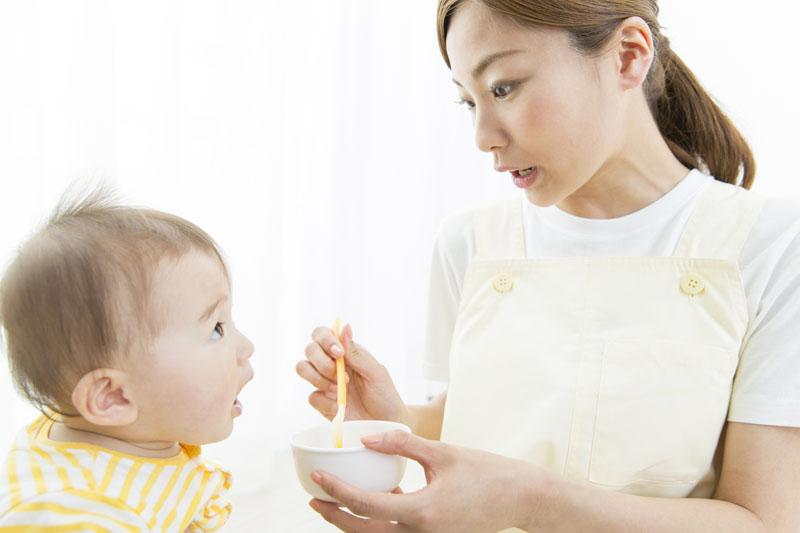 0歳児の乳児から絵本の読み聞かせをし豊かな感性の子どもを目指しています
